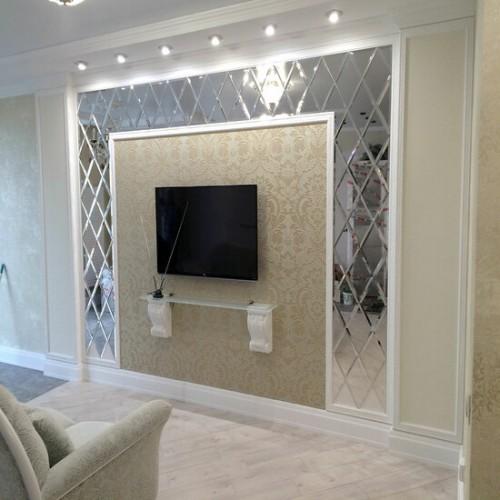 Зеркальное панно в гостиную с телевизором